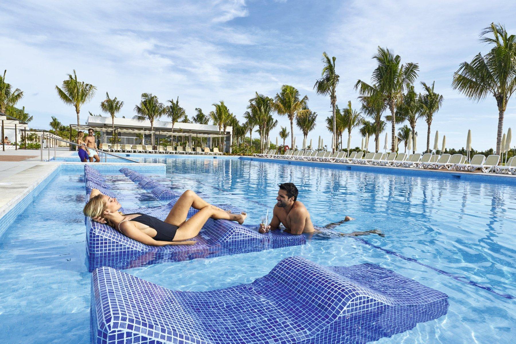 pool couple riu dunamar