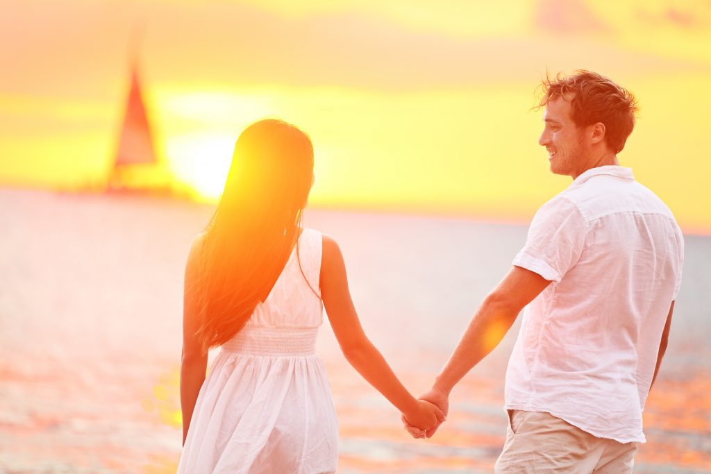 Romantic Date Ideas for the Beach Couple Time